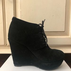 ALDO's size 5 black suede booties with suede laces